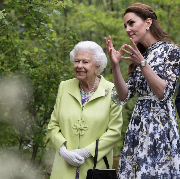 Фото №2 - Королева Елизавета II поздравила Кейт Миддлтон с днем рождения трогательными фото