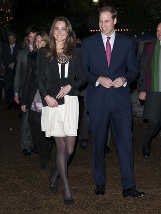 Фото №10 - До свадьбы и стилиста: какими были официальные выходы Кейт в статусе подруги принца