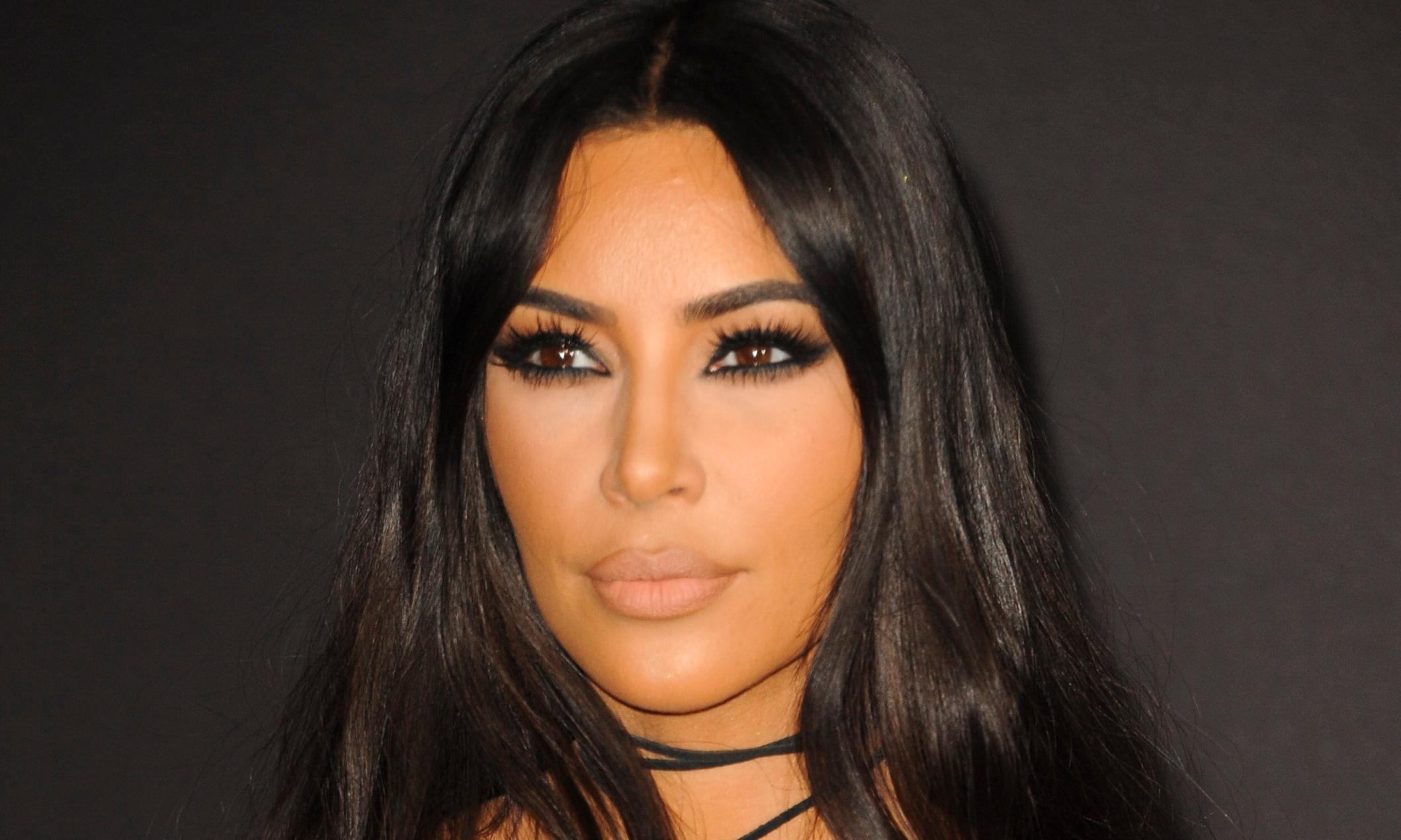 Кардашьян впервые появилась на людях без макияжа