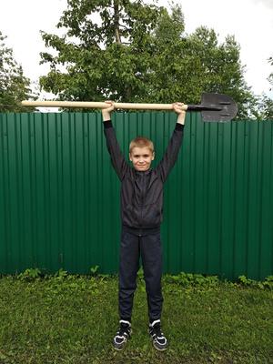 Фото №2 - Спорт на грядке: 5 крутых упражнений с лопатой