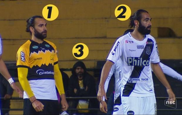 Фото №1 - Совершенно одинаковые футболисты поразили Интернет. А ведь они даже не близнецы (фото прилагаем)