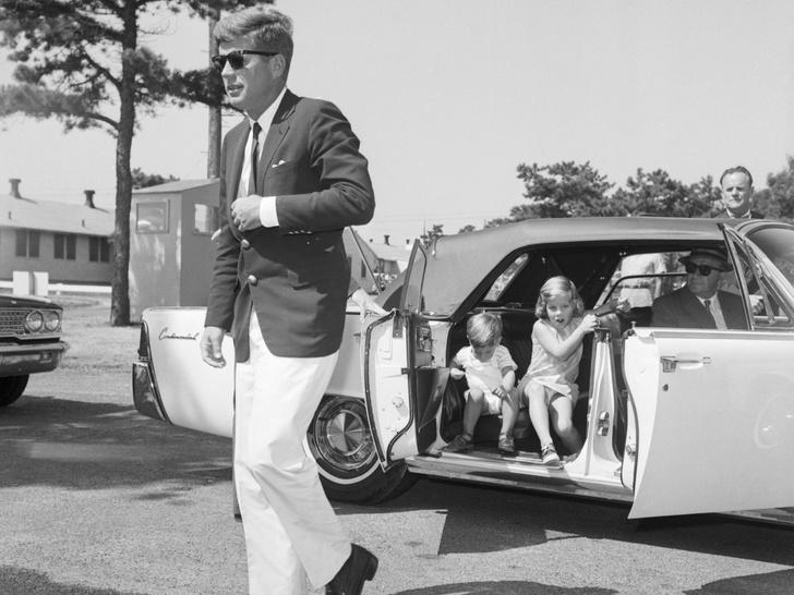 Фото №18 - Счастье на четверых: самые трогательные фото четы Кеннеди с детьми