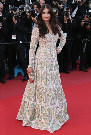 Фото №67 - Болливуд в Каннах: Айшвария Рай и все ее наряды за историю кинофестиваля