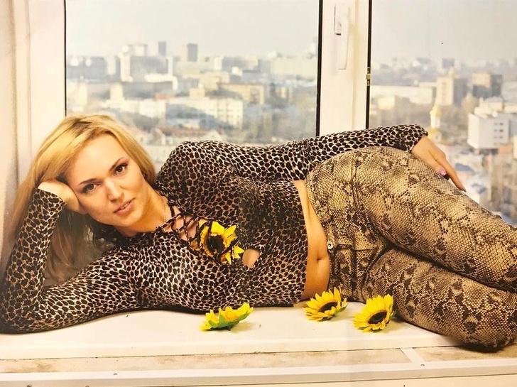Фото №2 - Голый живот и змеиные джинсы: Довлатова показала, как выглядела 20 лет назад
