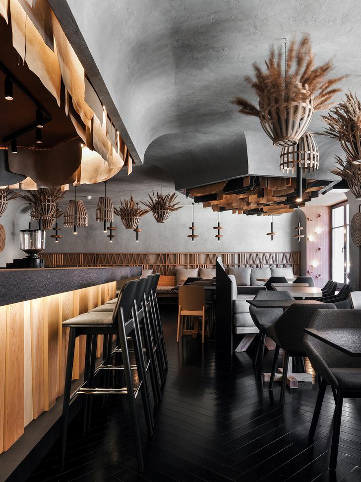 Ресторан объединяет в себе три концепции, по-разному обыгранные в интерьере: бар со свежими морепродуктами, гастробар с дровяной печью и мясной ресторан.