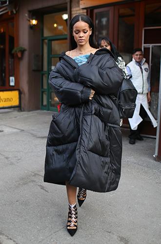 Фото №6 - Это слишком: как Рианна «помешалась» на одежде oversize