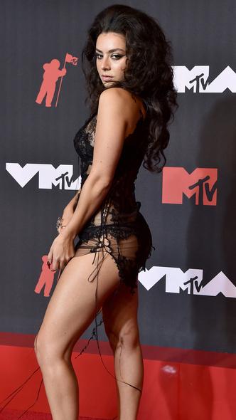 Фото №39 - Премия MTV VMA 2021: лучшие, худшие и самые яркие образы церемонии