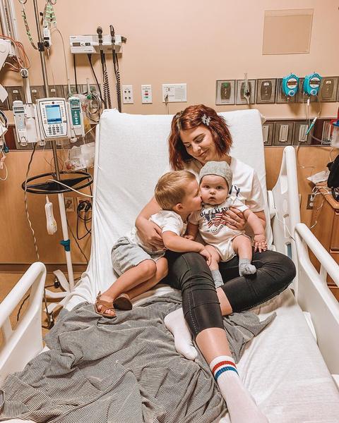 Фото №1 - До слез: мама прощается с сыном, умирающим от лейкемии