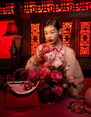 Фото №3 - Драматический красный: бренд Fendi выпустил коллекцию к китайскому Новому году
