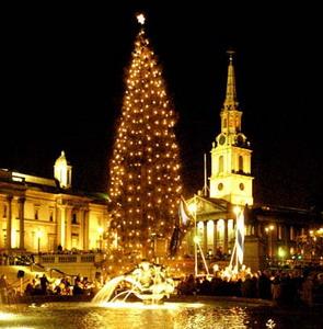 Фото №1 - В Европе чествуют Санта-Клауса
