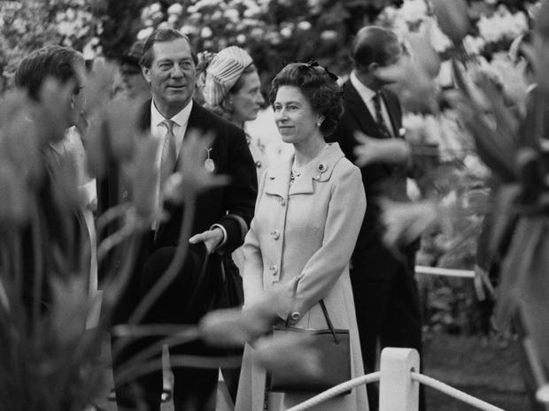 Фото №3 - Скрытые мотивы: для чего Королева посетила первую свадьбу Камиллы