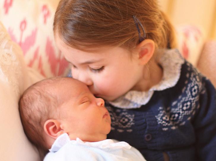 Фото №1 - Первая фотосессия: принцесса Шарлотта и принц Луи