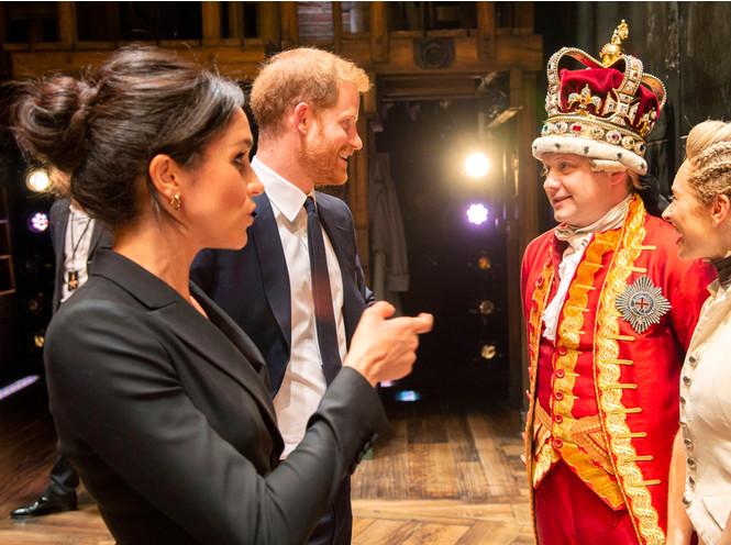 Фото №3 - Принц Гарри и герцогиня Меган провели субботний вечер в театре (и удивили всех)