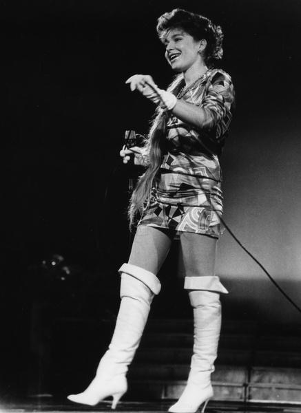 Фото №3 - Неудачная пластика, муж-абьюзер и продюсер-аферист: как сложилась жизнь звезды 1990-х Алисы Мон