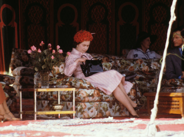Фото №3 - Держи за ручку: любимые сумки принцесс и королев снова в тренде