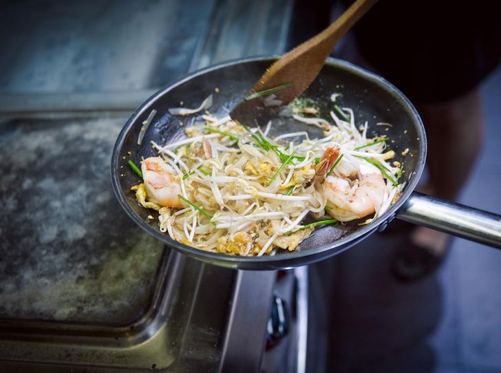 Фото №7 - Рецепт недели: рисовая тайская лапша с креветками