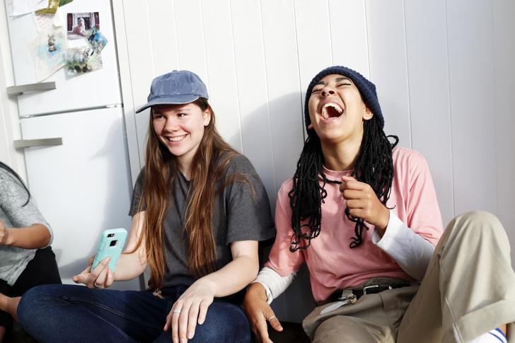 Фото №2 - Смешные парные статусы: что поставить в статус лучшим подругам 😅