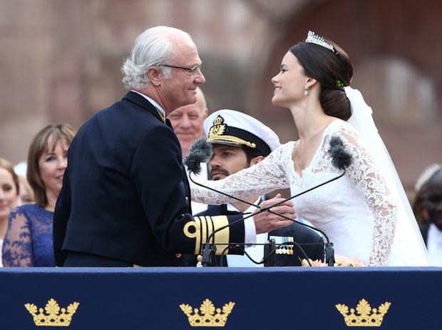 Фото №20 - Самые трогательные моменты королевских свадеб (о Гарри и Меган мы тоже не забыли)