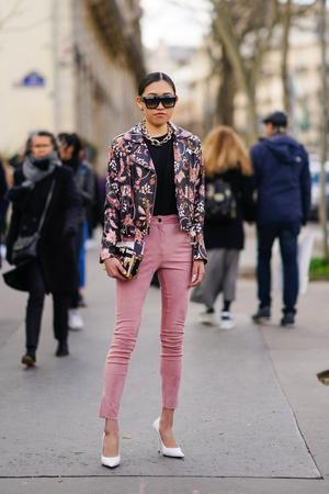 Фото №3 - Вместо классики: 20 пар цветных джинсов, которые заменят синий деним