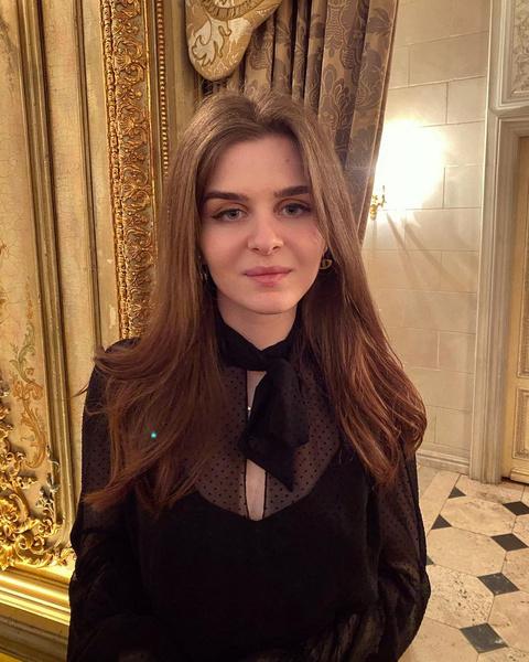 Фото №1 - 21-летняя дочь Тины Канделаки надела очень смелое платье: фото