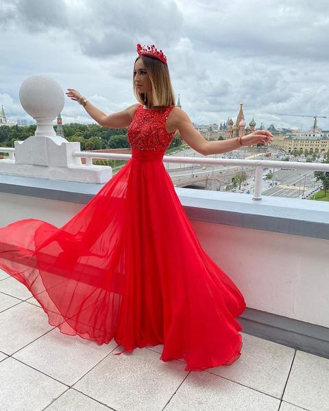 Фото №2 - Топ-5 самых дерзких платьев Оли Бузовой