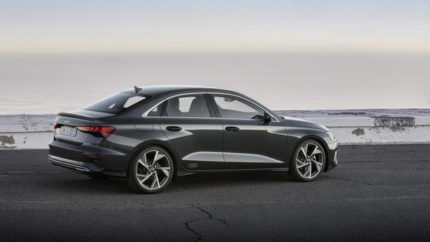 Фото №2 - Ударили по красоте: Audi представила новый компактный седан