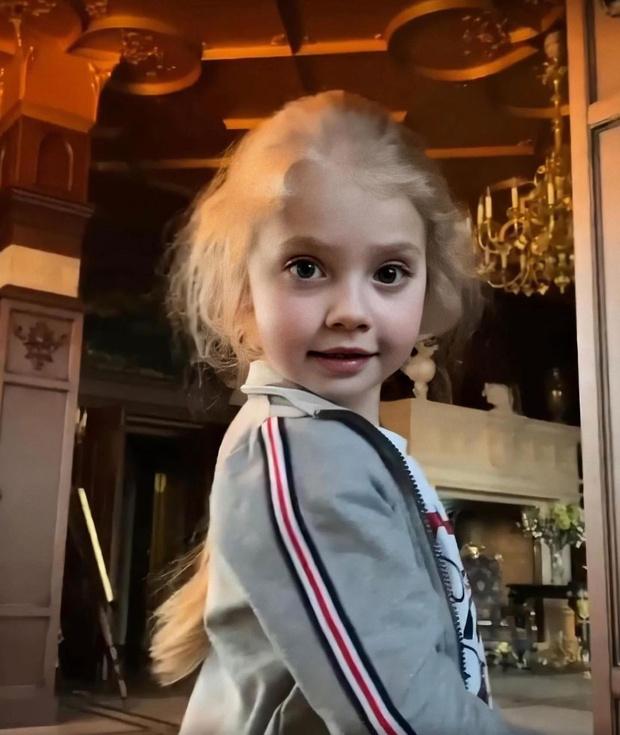 Фото №1 - 7-летнюю дочь Пугачевой расхвалили за куртку из масс-маркета