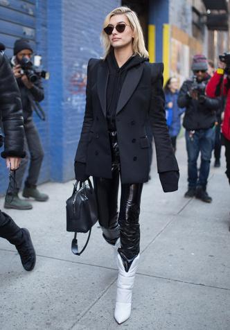 Фото №5 - И в дождь и в снег: как носить белую обувь в холодный сезон