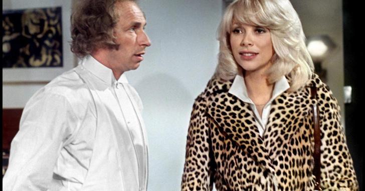 Фото №1 - Потерянный женский халат спровоцировал слухи о том, что из зоопарка сбежал леопард (фото)