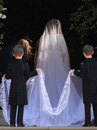 Фото №13 - От Елизаветы до Летиции: секретные детали свадебных платьев принцесс и герцогинь
