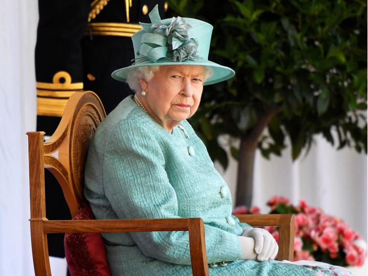 Фото №1 - Игры кончились: Королева готова нанести «ответный удар» Гарри (и это очень не понравится принцу)