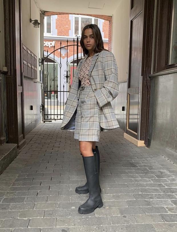 Фото №11 - С чем носить резиновые сапоги: показывают шведские и датские блогеры