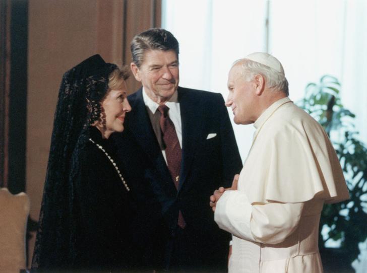 Фото №16 - Этикет первых леди: что можно (и нельзя) супругам президентов