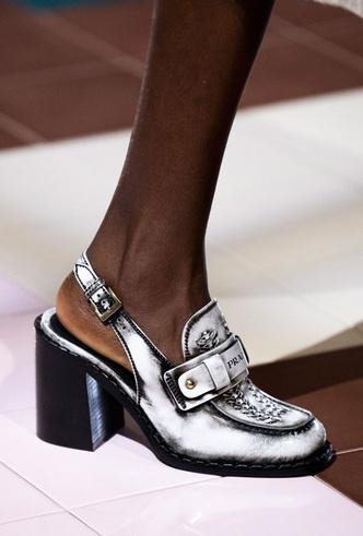 Фото №46 - Самая модная обувь весны и лета 2020: советы дизайнеров