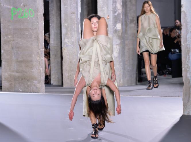 Фото №1 - Чем нам запомнилась неделя моды в Париже