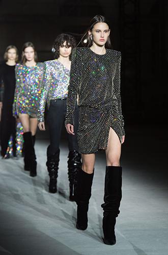 Фото №21 - Стразы, ботфорты и колготки в сеточку: как в моду входит все то, что раньше считалось безвкусицей