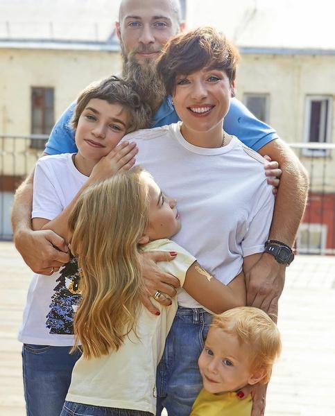 Тутта Ларсен и Валерий Колосков с детьми