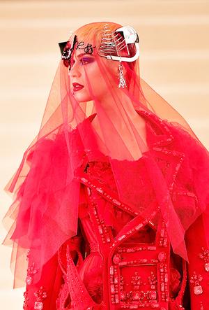 Фото №36 - История Met Gala: самые знаменитые наряды Бала Института костюма