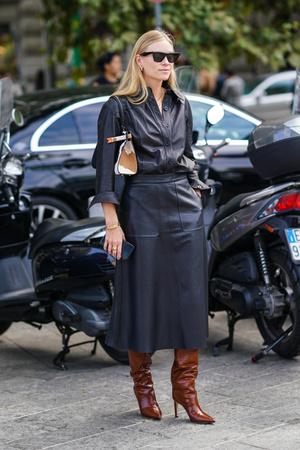 Фото №6 - Как носить кожаные рубашки: стильные идеи на каждый день