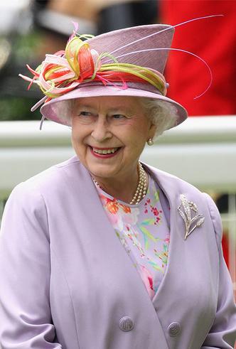 Фото №30 - Делайте ставки, господа: шляпки Королевы на Royal Ascot