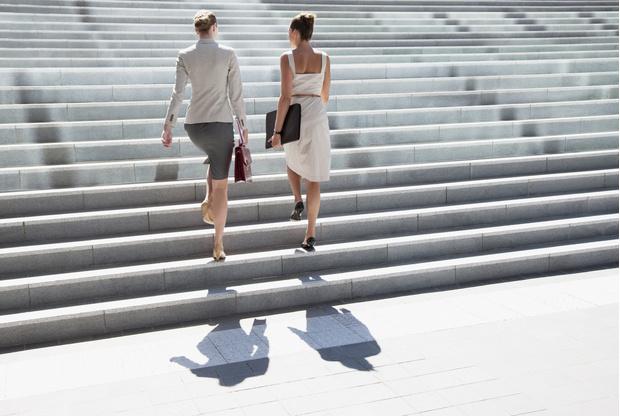 ходьба по лестнице от целлюлита, что будет если ходить по лестнице, если подниматься по лестнице можно накачать попу