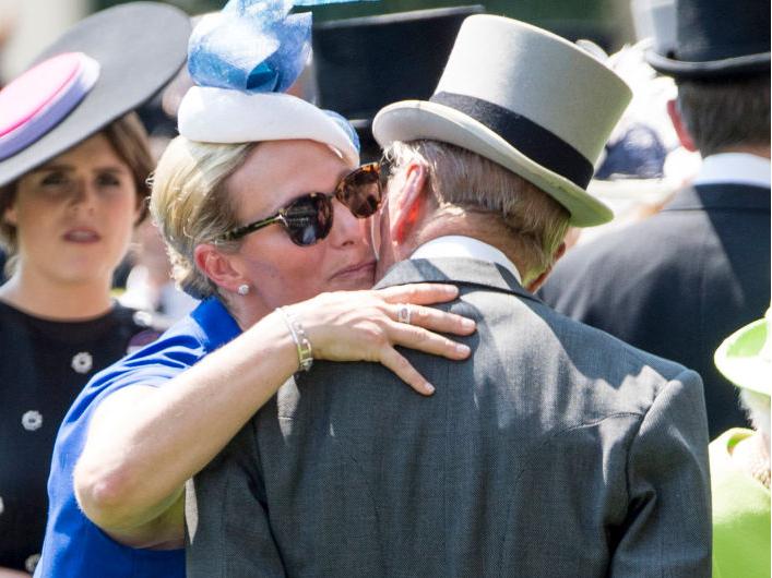 Фото №20 - Любимый дедушка: 25 самых трогательных фото принца Филиппа с внуками