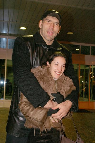 Фото №6 - Счастливые звездные пары с большой разницей в росте и весе