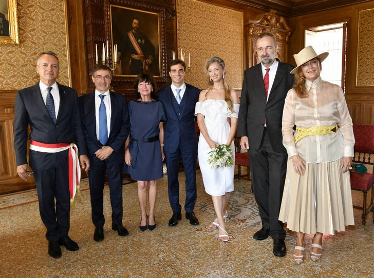 Фото №4 - Счастливый мезальянс: австрийская принцесса тайно вышла замуж за автогонщика