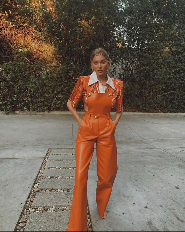 Фото №1 - Хит сезона: посмотрите на Эльзу Хоск, и вы захотите добавить в гардероб оранжевый цвет (даже если вы поклонник черно-белой классики)