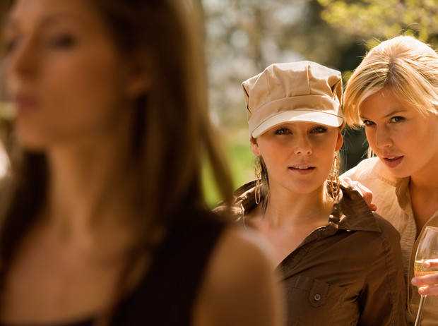 Фото №1 - Почему женщины не любят друг друга
