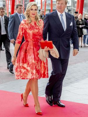 Фото №17 - Смелый выбор: как королевские особы носят красную помаду