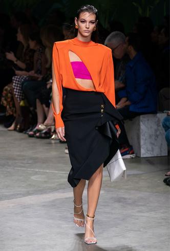 Фото №2 - Асимметрия, деним и карго: самые модные юбки лета 2020