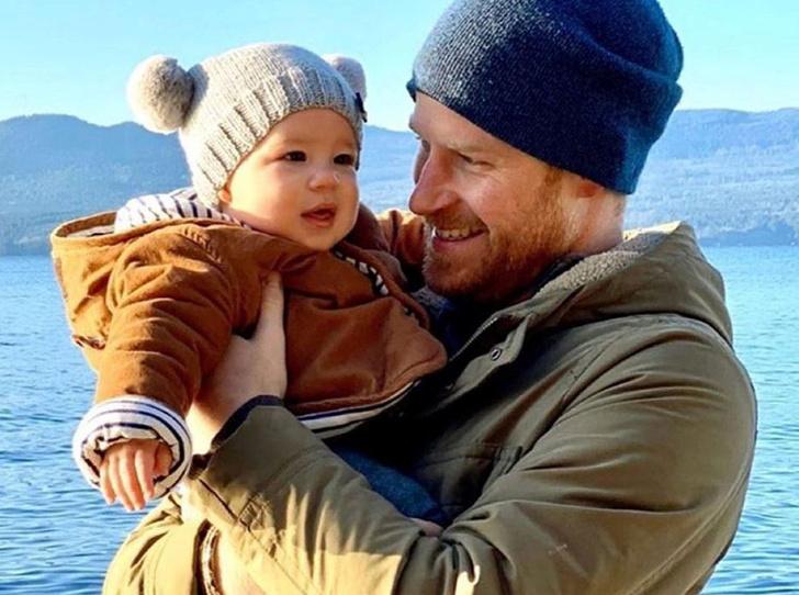 Фото №1 - Самые милые фотографии королевских отцов с детьми