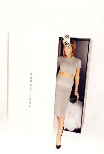 Фото №4 - Инопланетяне, куры и Виктория Бекхэм в пакете: самые странные рекламные кампании брендов